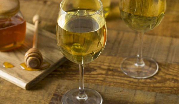 8 Easy Steps to Make Mead at Home