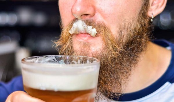 Why Does Beer Foam? Causes & Effects You Should Know